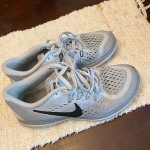 Nike women's flex RN sneakers 6.5